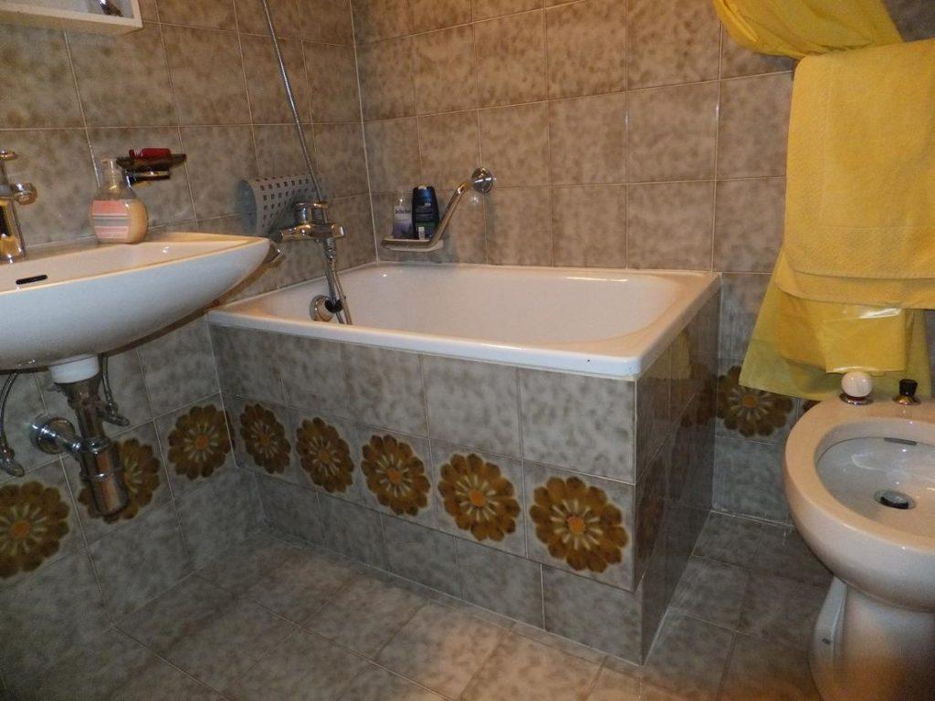 Vasca Da Bagno Piccola Senza Seduta : Bagno con doccia o vasca cosa scegliere in base alle proprie esigenze