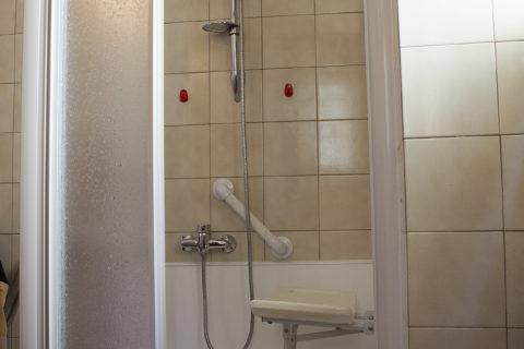 Trasformazione da vasca a doccia con sedile a ribalta